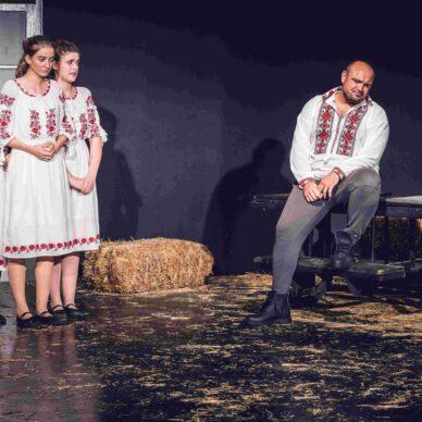 Ghici ghicitoarea mea.. de vrei să fii a mea (Vocea Teatrului Licean Bucureștean) (11)