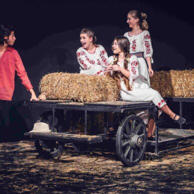 Ghici ghicitoarea mea.. de vrei să fii a mea (Vocea Teatrului Licean Bucureștean) (4)