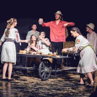 Ghici ghicitoarea mea.. de vrei să fii a mea (Vocea Teatrului Licean Bucureștean) (6)